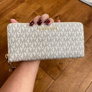 New Authentic Michael Kors  large wallet